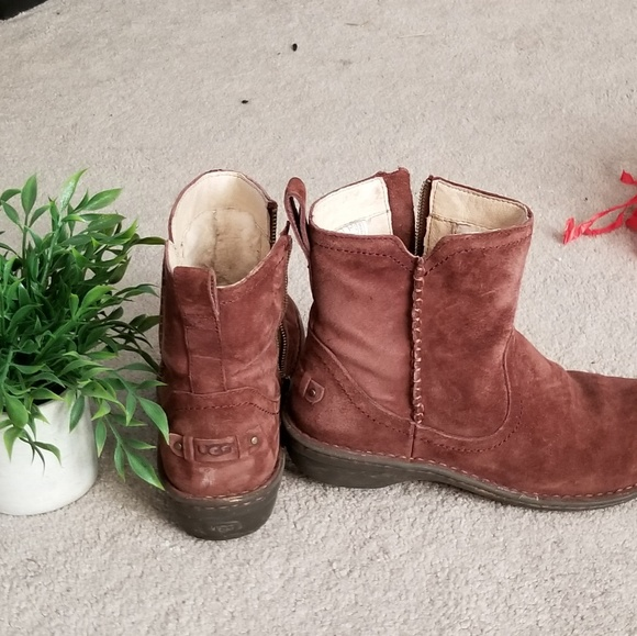 85e8de66684 Short zip UGG boots